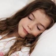 Tips on Getting Your Kids Back On A Regular Sleep Schedule + Novosbed Silk Duvet Review