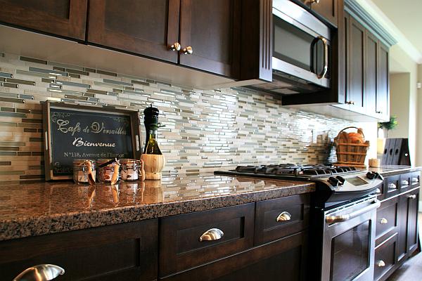 kitchen-backsplash-glass-tiles