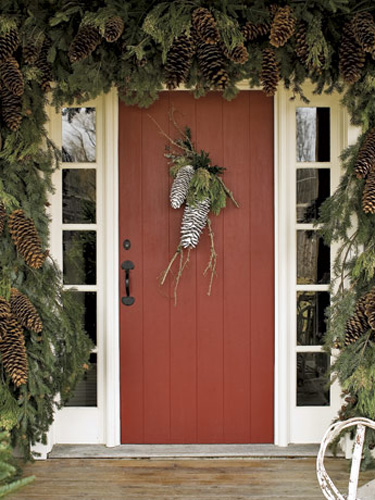 pinecone-door-decor