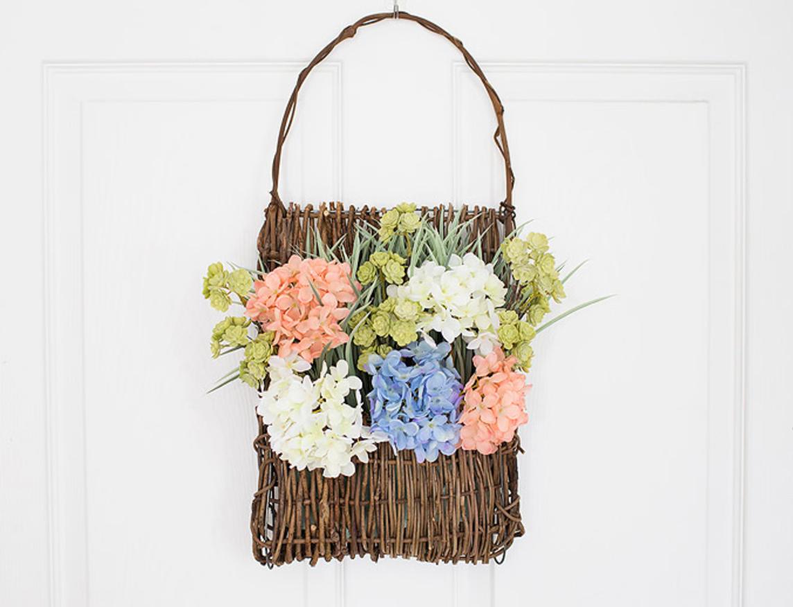 Spring Floral DIY Dorr Decor @ HipMamasPlace.com