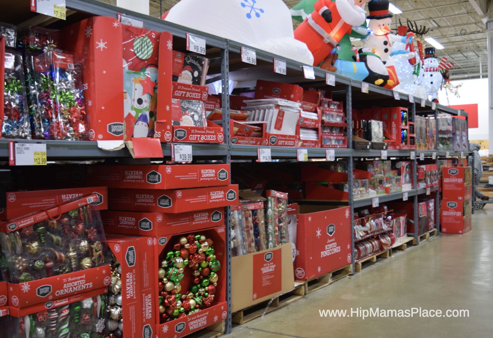 Looking for new décor items to deck your halls this holiday season? BJ's also has a wide variety of décor from holiday inflatables, ornaments and garlands!