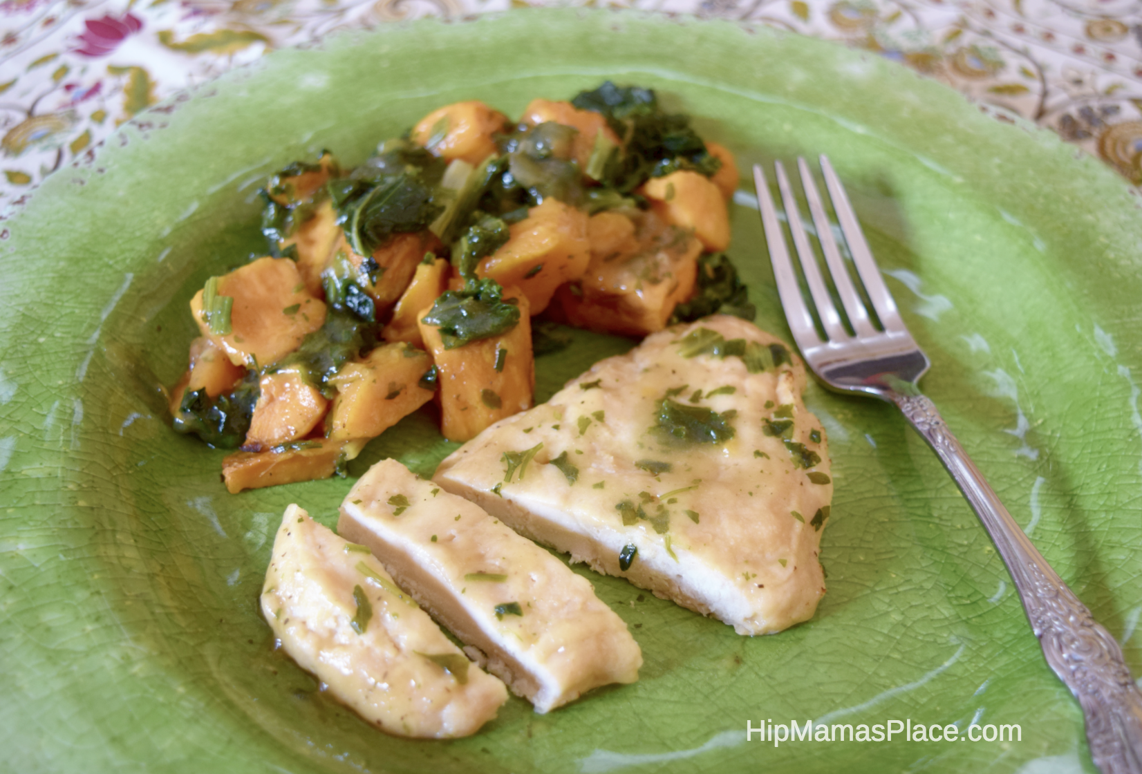 Our latest try from the Marie Callender's Delights variety is the Baked Country Chicken with Roasted Sweet Potatoes. It's got baked white meat chicken with savory sweet potatoes and leafy greens, then topped with white wine caramelized onion sauce