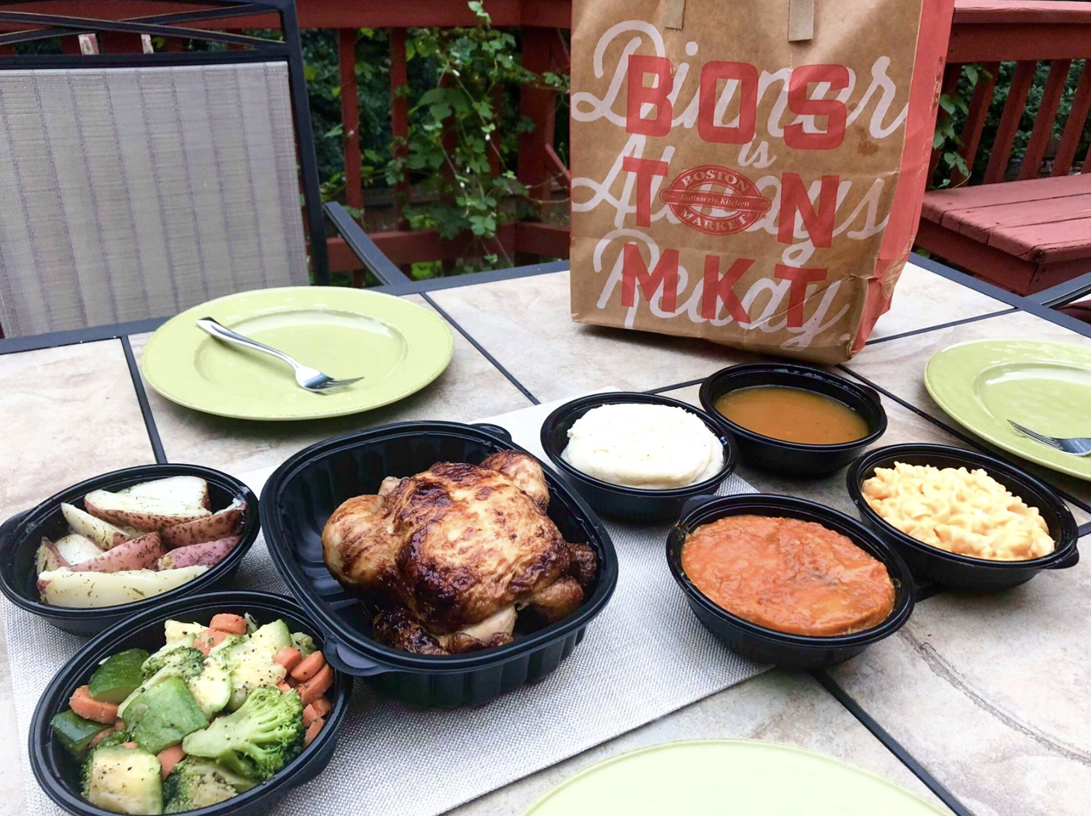 Back-to-school transition is easier with Boston Market Family Meals! Read our full review of Boston Market family Meals! #ad #BTSBostonMarket Full story @ https://bit.ly/2m00ECS