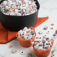 Halloween Muddy Buddies Snack Mix