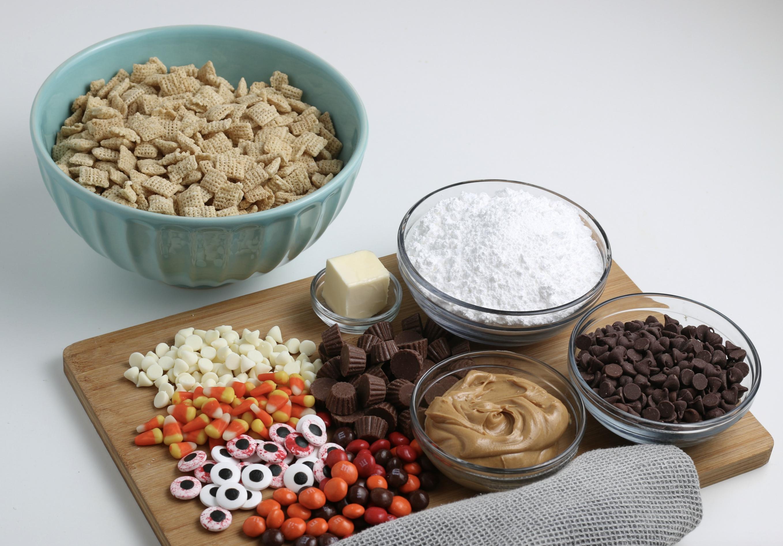 Halloween puppy chow ingredients