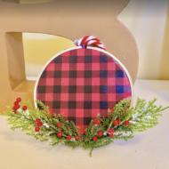DIY Embroidery Hoop Paper Ornament