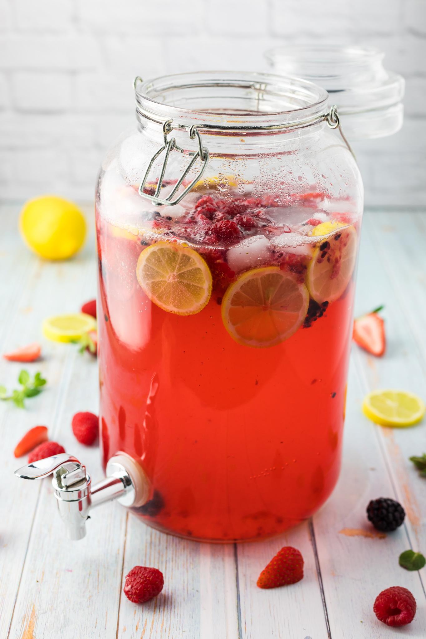 how to make sparkling berry lemonade